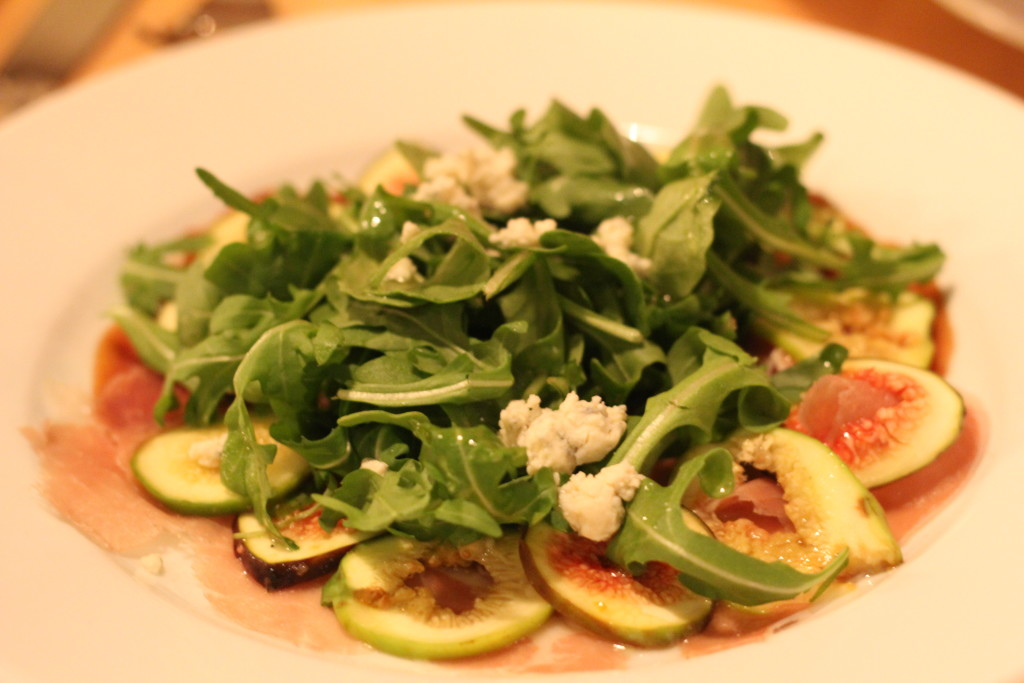 Fig salad with prosciutto and arugula