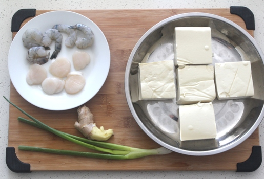 Steamed tofu with shrimp and scallops
