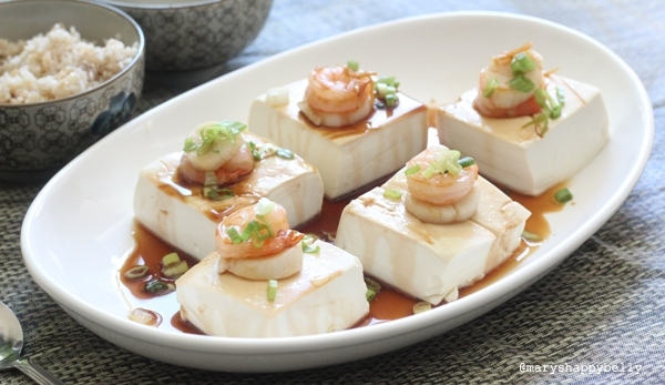 Steamed tofu with scallop and shrimp